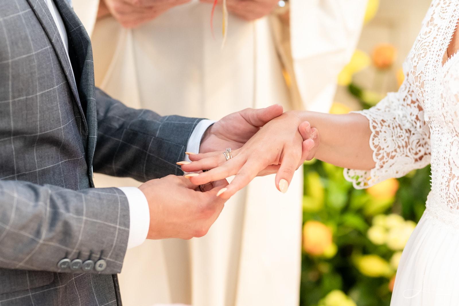 Zakładanie obrączek ślubnych, Ceremonia ślubna w Klasztorze oo. Dominikanów w Rzeszowie