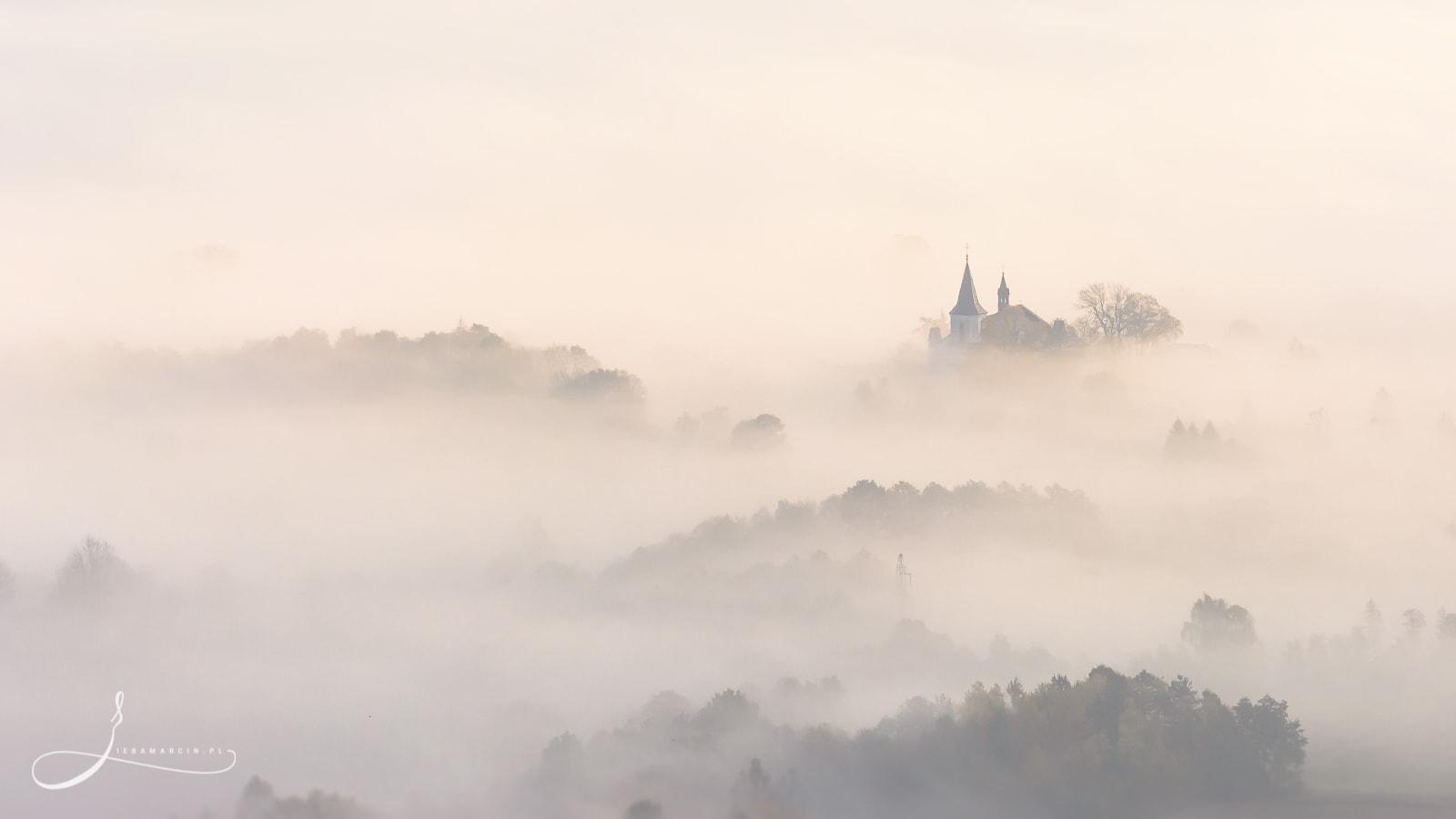 Poranne mgły - widok z wieży widokowej na Górze Liwocz