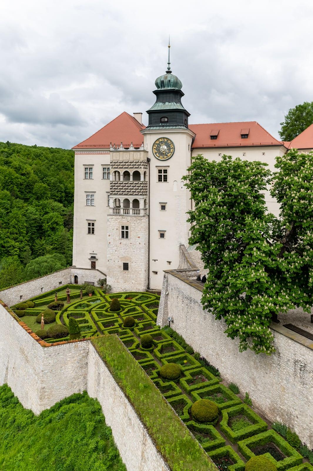 Zamek w Pieskowej Skale, Ojcowski Park Narodowy