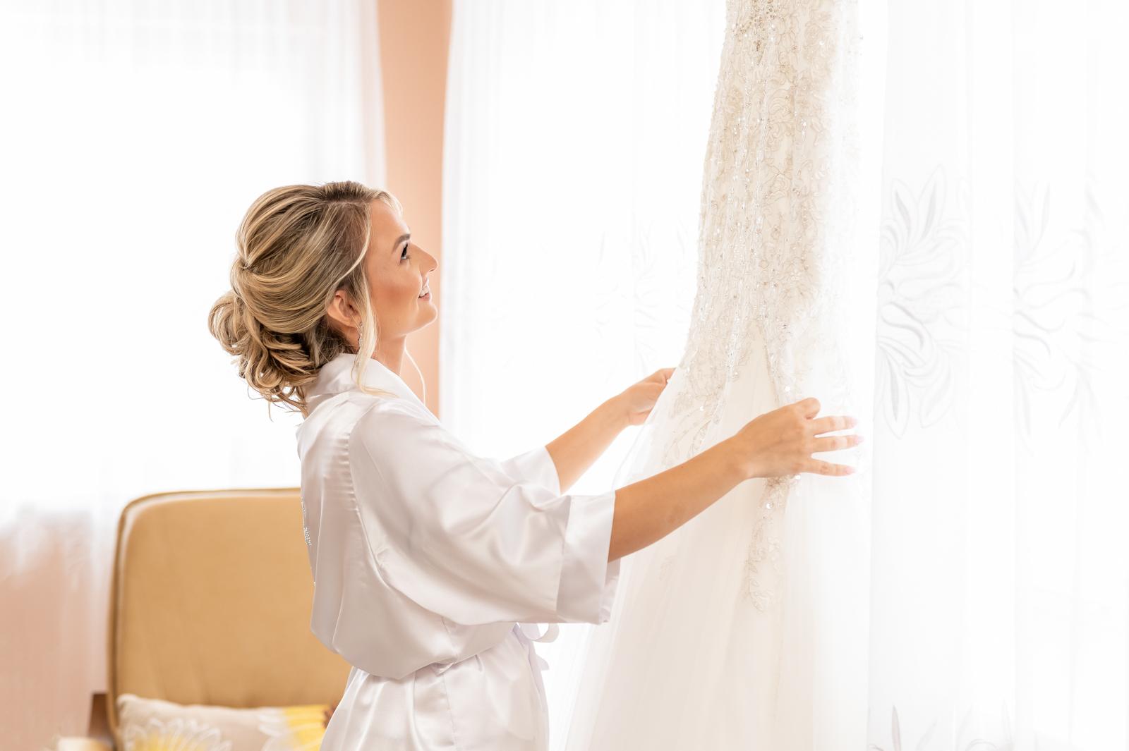 Przygotowania Panny Młodej, Suknia ślubna Allure Bridals